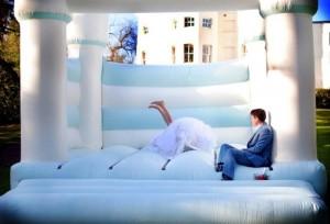 Az esküvők legújabb őrülete és a szokások