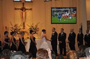Ősbunkó aki foci EB meccset néz esküvőn